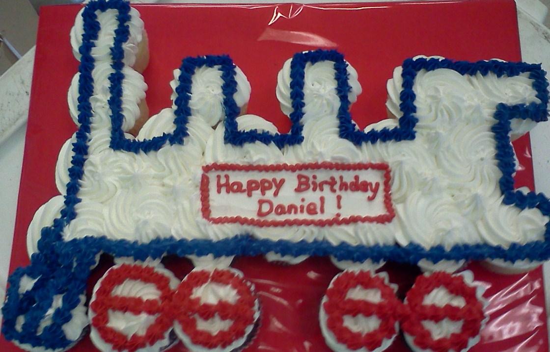 train-tear-apart-cupcake-cake